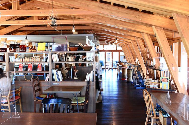 空間テーマは「納屋、作業場」。食を通じて、その土地に残る知恵や文化もともに発信