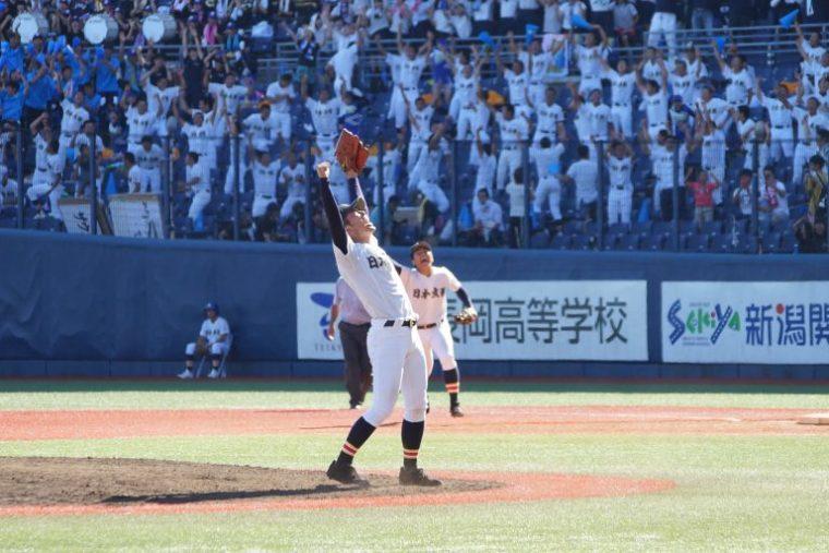 優勝の瞬間、稲垣豪人投手
