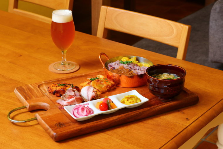 クラフトビールは各種600円(税抜)。これがどの料理にも抜群に合うんです!