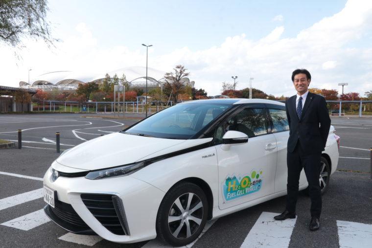 FCV自動車トヨタ「MIRAI」と野澤さん
