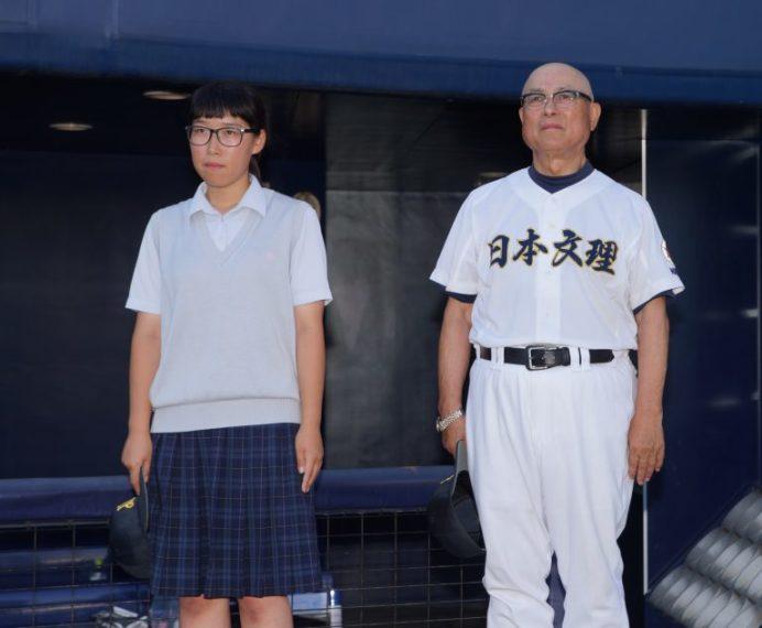山下ゆりマネージャー(記録員)と大井監督