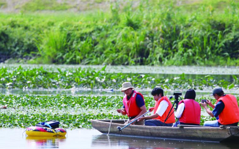 湯舟に乗って撮影