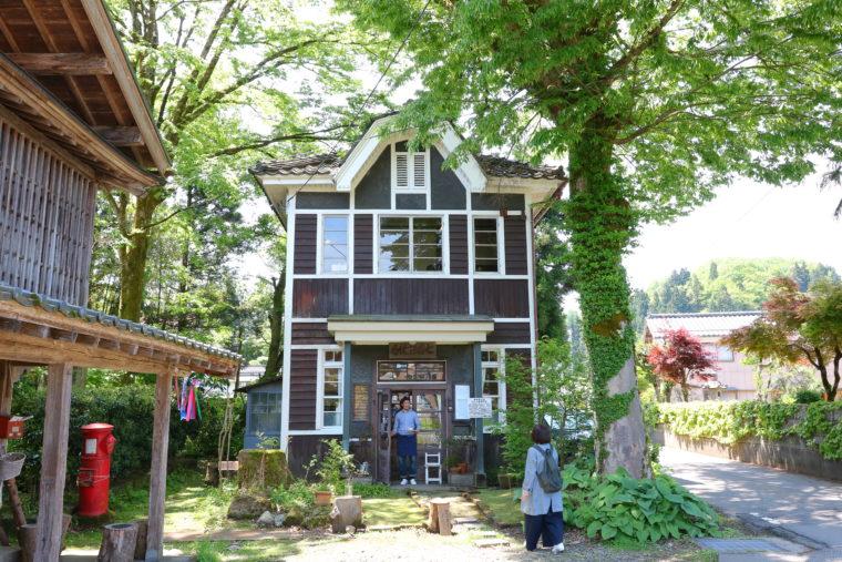 レトロな旧七谷郵便局を利用したカフェ