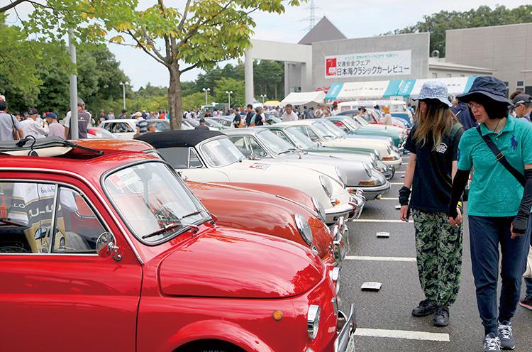 国内外の名車がズラリ ※写真は過去に開催されたときのものです。参加車両は異なる場合があります。