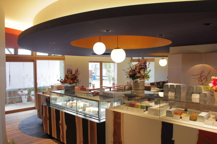 甘味カフェを併設する菓子店、米と餡 あやこや