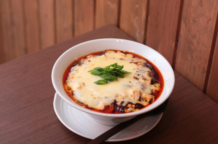 『汁なしチーズ麻婆麺』900円(税抜)