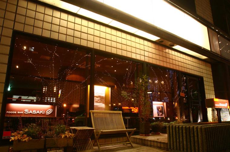 新潟駅南口のけやき通りに面したお店。ゆったりとしたラウンジ席やカウンター、個室と使い勝手がいい