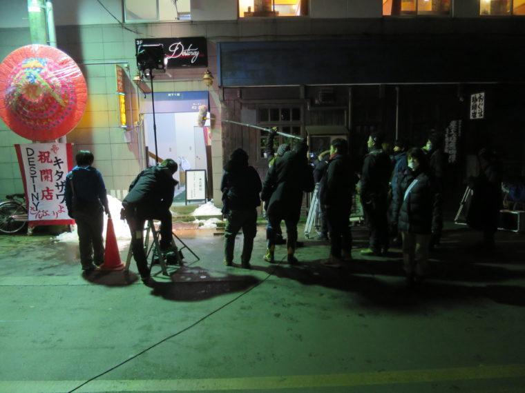 長岡市東坂之上町にあったラーメン店・仁吉(現在は閉店)前での撮影。同級生たちと会うシーンが撮られました