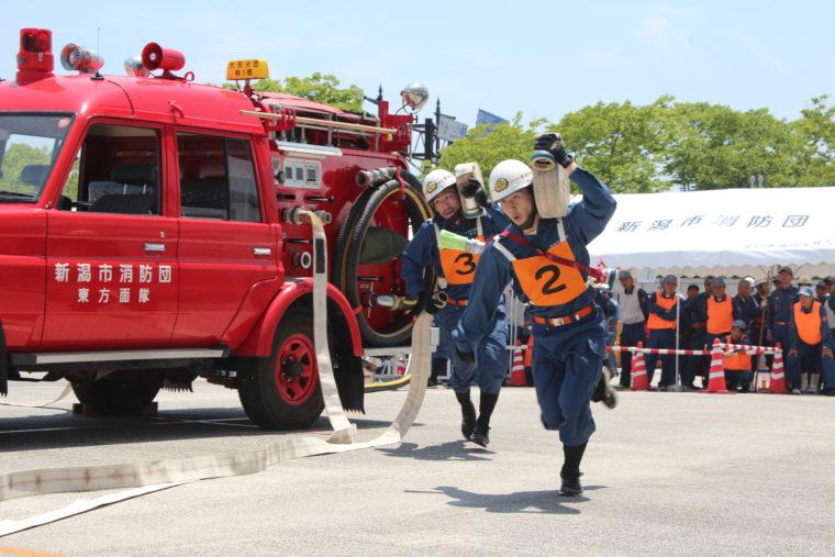 普段から消火訓練や救出救護訓練を行ない、災害や火災などの発生に備えています