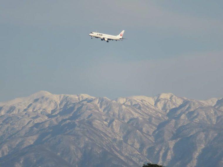 『新潟空港フォトコンテスト2020』JAPAN AIRLINES賞「大旋回」(sikkui_0322さん撮影)