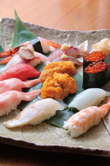 握り寿司は『盛り並(握り7貫)』(900円税抜)からの居酒屋価格で提供。