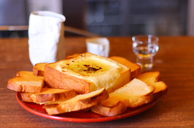 チーズの香りを楽しめ、ボリュームも十分。ほどよい塩加減がサクサクのパンとマッチ