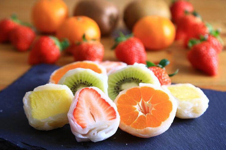 旬のフルーツを使った大福もある