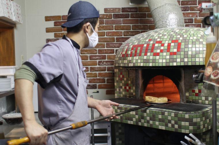 油揚げは薪窯で焼き、外はパリッと、中はふっくらと仕上げています
