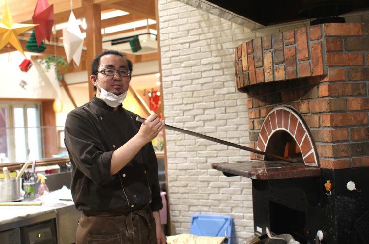 ピザを焼いてくれたのはスタッフの鈴木さん