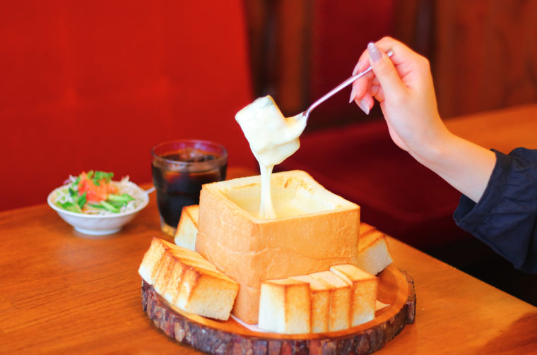 『厚切りトーストチーズフォンデュ風』(1,300円税込)