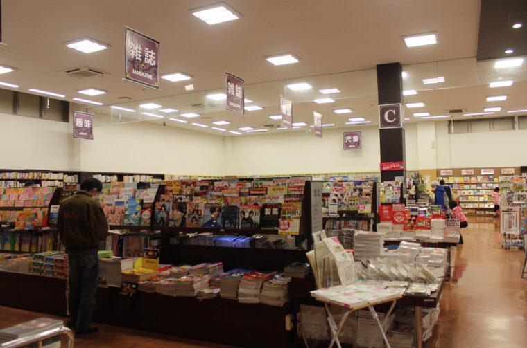 雑誌コーナーも広い! 他店ではあまり取り扱いのない雑誌もあって、個人的にも助かってます(笑)