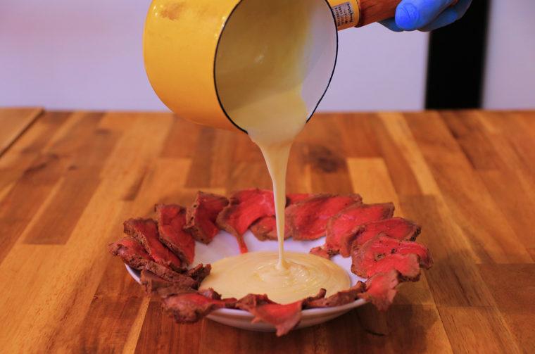『牛モモタリアータのチーズフォンデュ』(1,980円税込)
