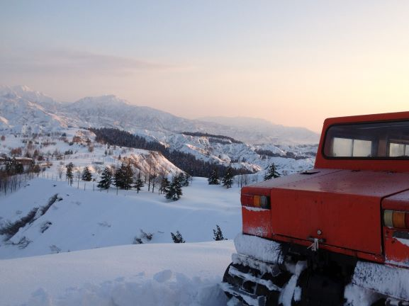 撮影時に使用した雪上車