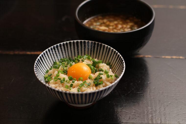 『TKG(卵かけご飯)追い飯』。これだけで食べてもうまい!