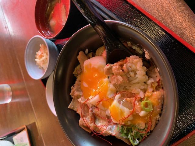 道の駅○○のレストランで丼ランチ。撮影忘れて食べちゃった