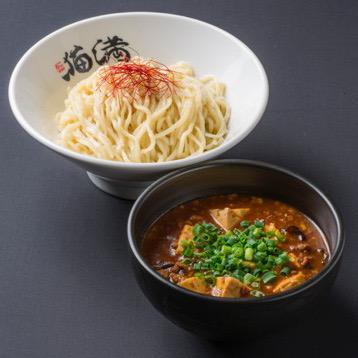 『マーボーつけめん』(850円税込)とろっとろの甘辛マーボーダレは、豆腐とひき肉がたっぷり。数種類のジャンやスパイスに加え、紹興酒が深みの一手