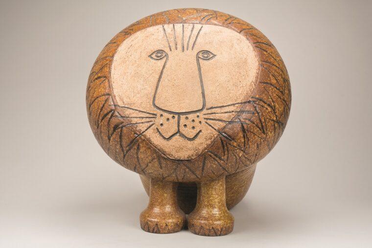 『ライオン(マキシ)/アフリカシリーズ』製造1968年-  ©Lisa Larson/Alvaro Campo