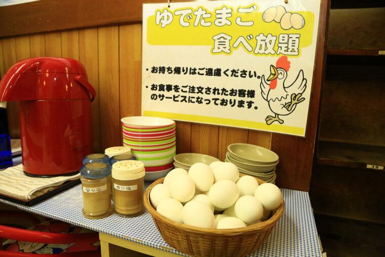 ゆで卵は一度に100個ほどをゆでているとか。ぜひオリジナルブランドの香り塩で食べてほしい!