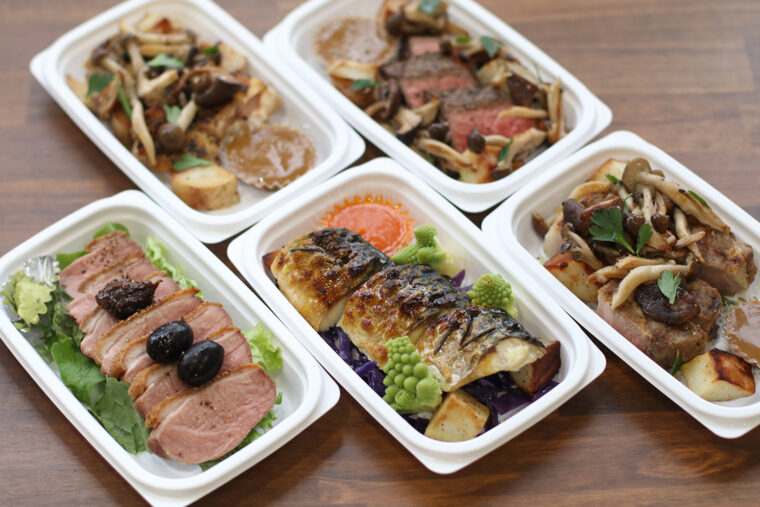 メイン料理は『牛ハラミのステーキ』『かものロースト』『鶏のプロヴァンス風グリル』『豚肩ロース』『本日の魚介料理』の5種から