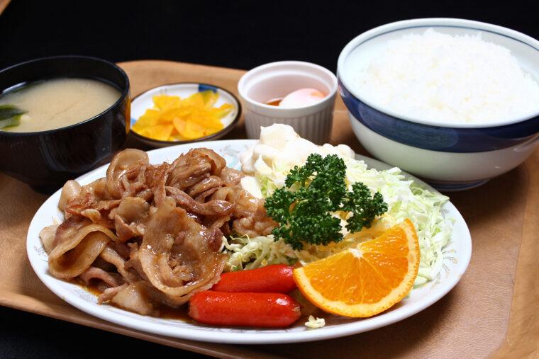 『焼肉定食』(1,050円税込)。ごはんが進む味付けの焼肉も人気です!