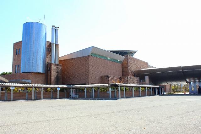 新潟県立近代美術館の外観。とってもモダンな造りなので、建物を鑑賞しているだけでもインスピレーションが湧くかも