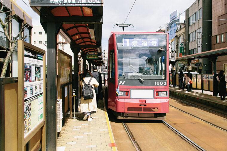 長崎市内の移動手段は路面電車で。レトロな雰囲気がこれまたオシャレ