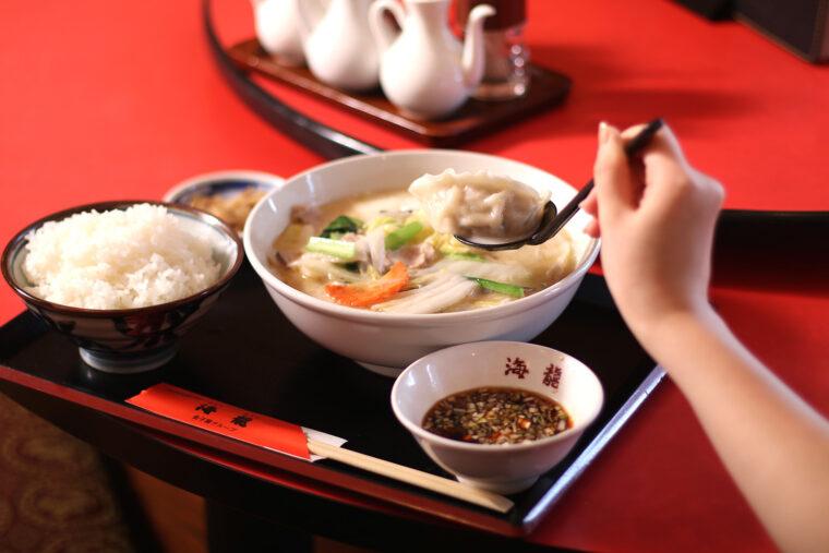 『白湯水餃子定食』(800円)
