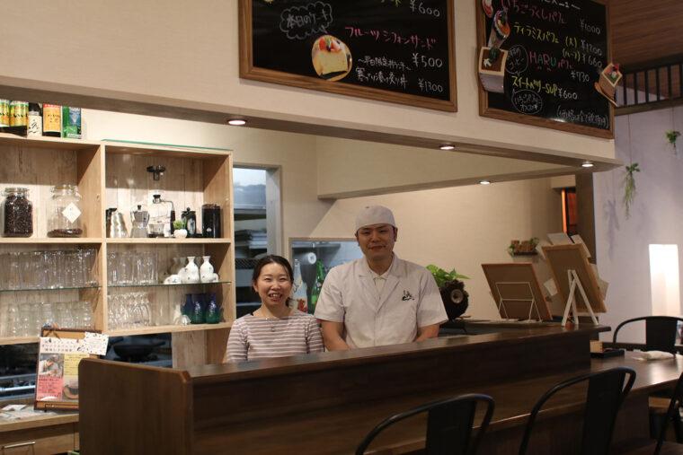 割烹で修業を積んだ店主の伊藤裕基さんと、妻の貴子さんが営む