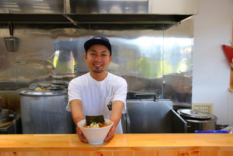 店主・金子勇輝さん。 「生まれ育った燕で開店したい」と長年の修業を経て独立