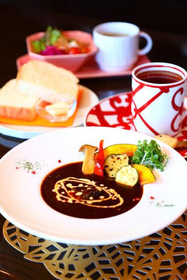 『牛すね肉の煮込みセット』(1350円)
