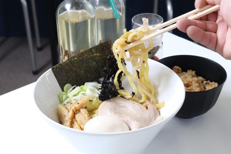『極煮干油そば』(600 円)