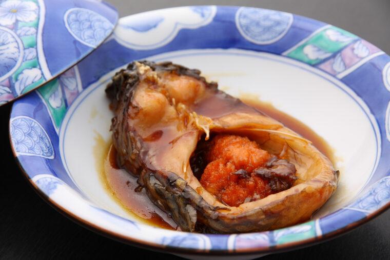 ふっくらやわらかい『鯉の甘露煮』 (1,210円)。注文が入ってから鯉をさばき、甘辛く煮つけるのだそう