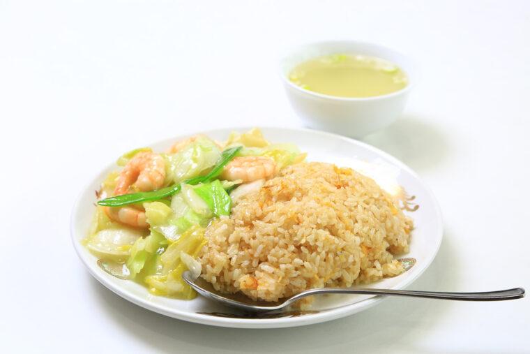 大好物の『エビ炒飯』(950円。大盛り+150円)は、そのままで、 あんと一緒に…とふたつのおいしさを楽しめる