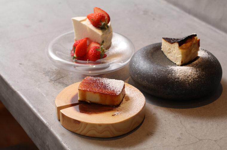 『安田ヨーグルトレアチーズケーキ』(左上)『バスクチーズケーキ』(右)『炙りベイクドチーズケーキ』(左下)各550円