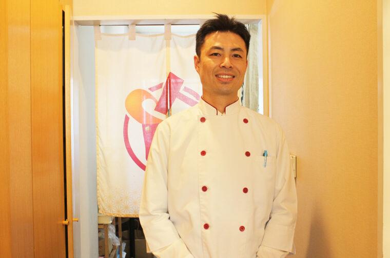 代表取締役社長 渡辺慶明さん。あわづ や4代目社長。新商品開発にも余念がないアイデアマンです
