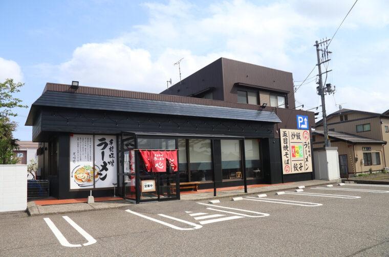 吉田店は国道116号沿いに面しています。
