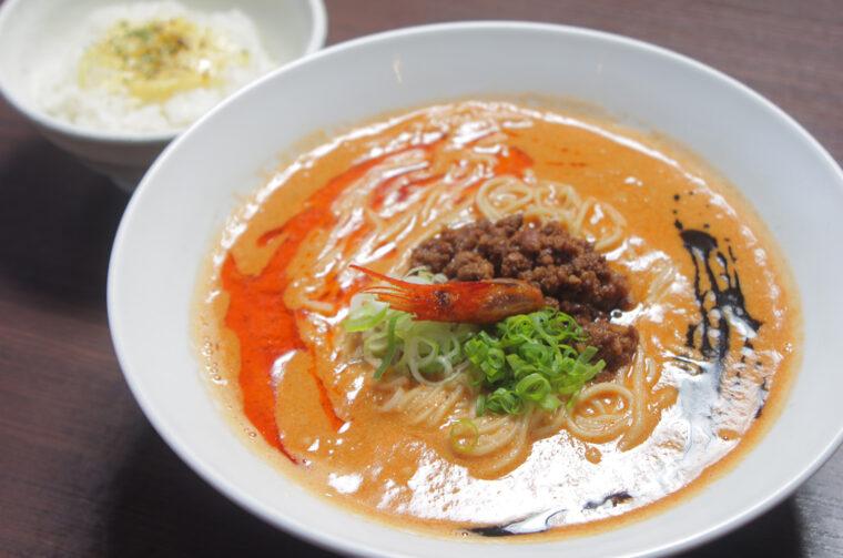 強烈なエビ感と濃厚な担々麺がマッチした『海老寿久担々麺』(900円)もおすすめ