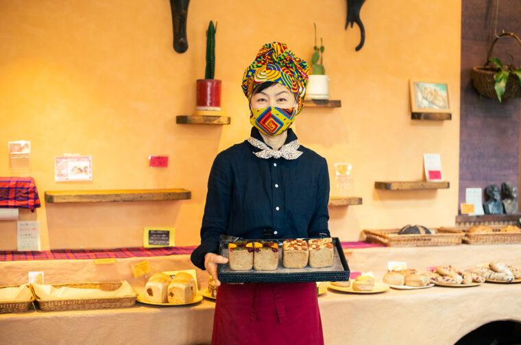 「全粒粉を使った健康志向のパンが人気です」とオーナー・ 工藤知子さん