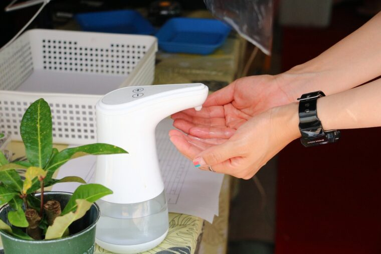 新型ウイルス感染症対策もキッチリ! 検温と手指消毒を済ませて、いざ入店!