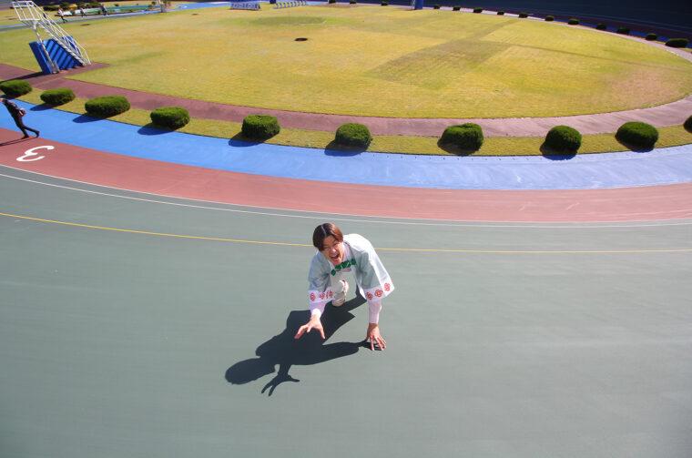 バンクの上から、中服にいる僕を撮影。よく伝わらないけど、斜度がコワいくらい