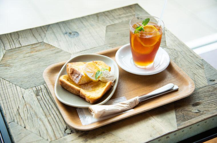 『水出しレモンコーヒー』(600円)と『自家製フレンチトースト レモンシロップ』(770円)