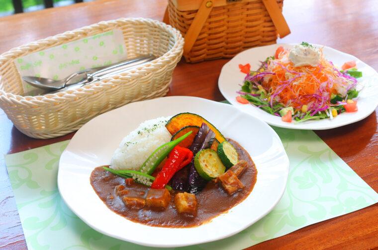 『越王豚と彩り野菜のヒュッテカレー』(1,540円)