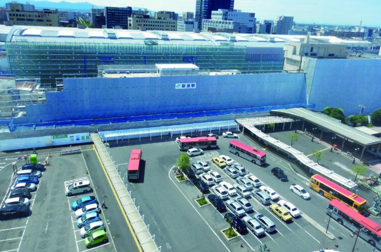 新潟市中央区東大通り側から駅舎方向を望む(7月1日撮影)