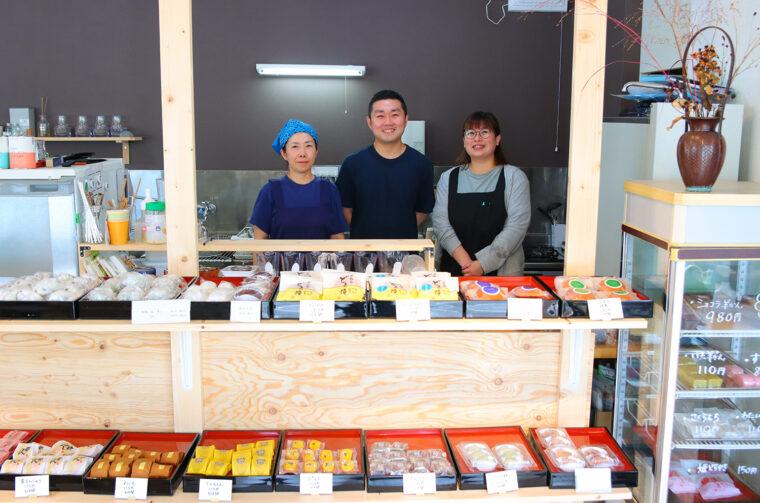 左からスタッフの吉野さん、上野さん、前田さん